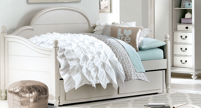 Daybeds | Best Guest Rooms | Jordan's Furniture Life&Style Blog