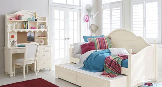 Desk & Hutches | Break Time | Jordan's Furniture Life&Style Blog